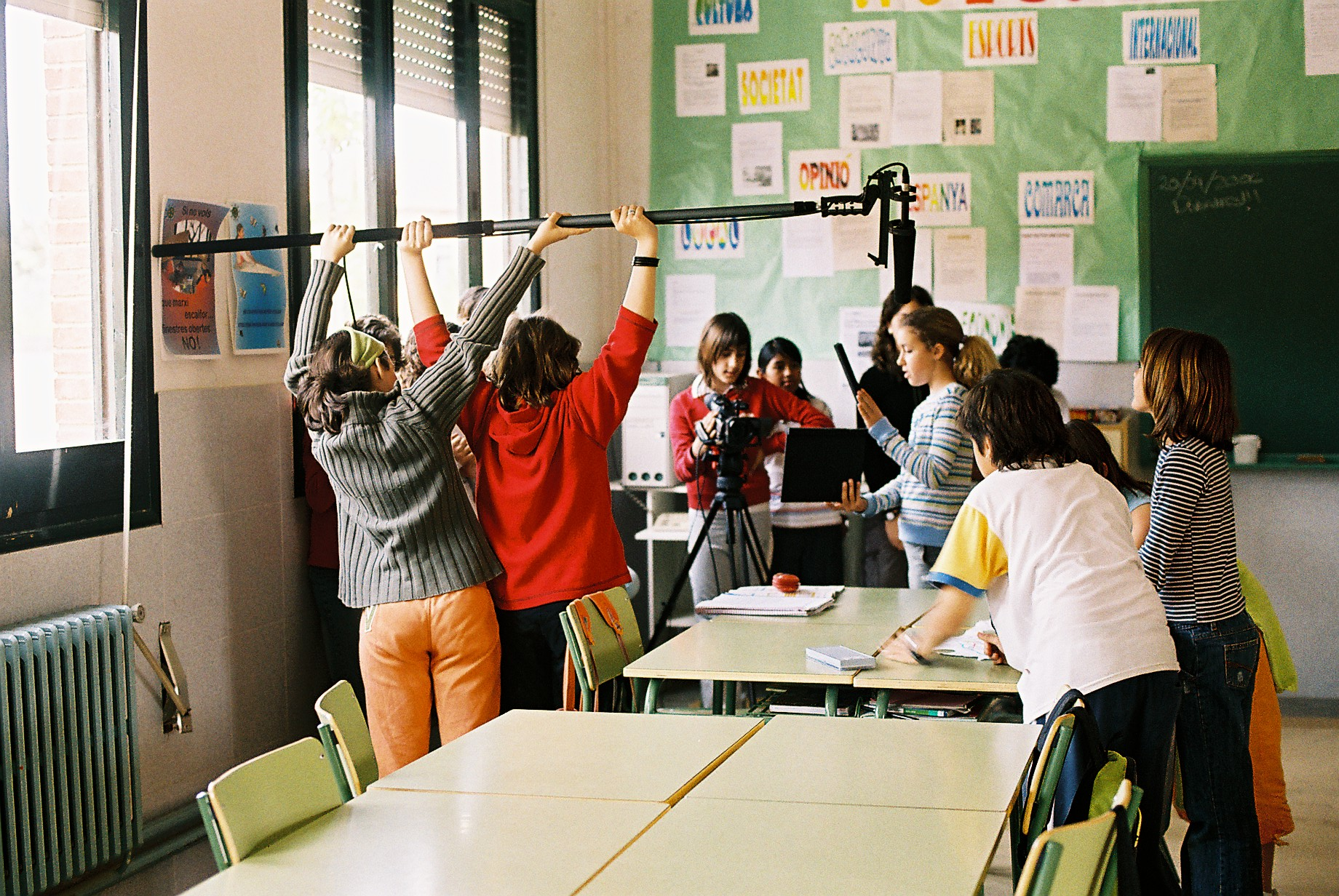 Students of 11-12 year-old from the Escola Bordils shooting their film during 2005-2006