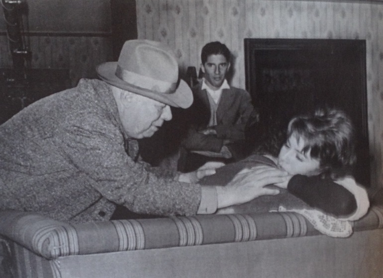 Paulo Rocha and Jean Renoir during the making of Le caporal épinglé (1962)