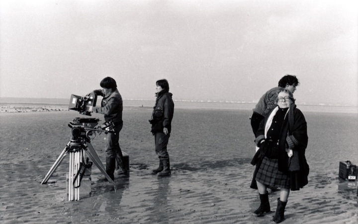 Marguerite Duras on the shooting of Agatha et Les Lectures illimitées (1981). Photo by Jean Mascolo